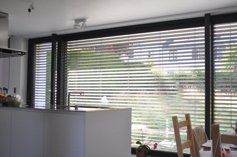 Brise soleil orientable bso dans une fa ade isolante for Brise soleil orientable prix